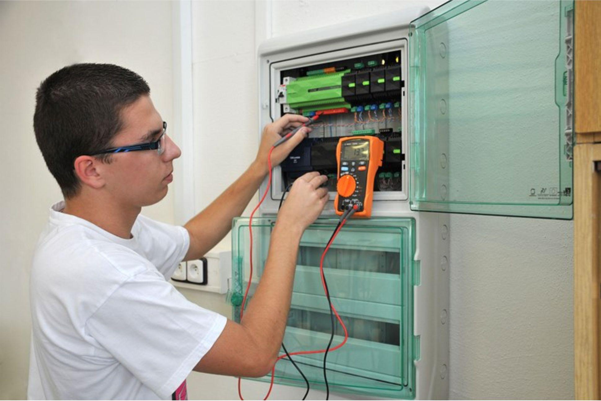 Mechanik instalatérských a elektrotechnických zařízení